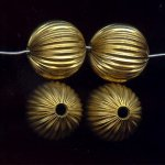 BRASS CORRUGATED 18MM ROUND BEADS - Lot of 12