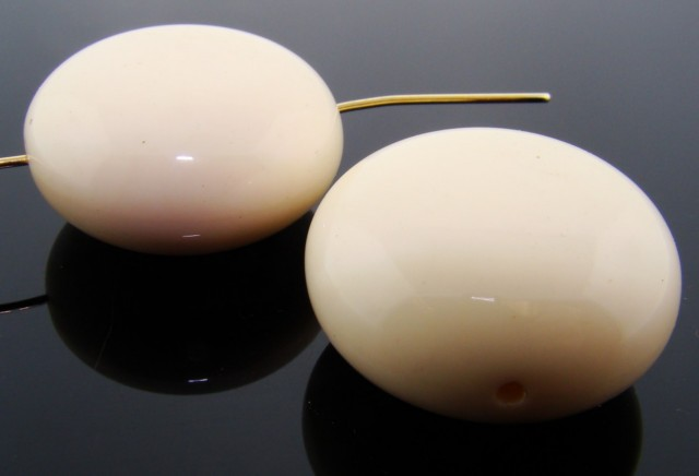 IVORY 28MM SMOOTH FLAT ROUND BEADS - Lot of 12