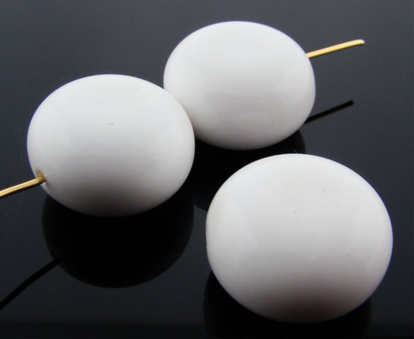 WHITE 22MM SMOOTH FLAT ROUND BEADS - Lot of 12
