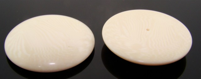 34mm. IVORY STRIPED SMOOTH ROUND CABOCHONS - Lot of 36