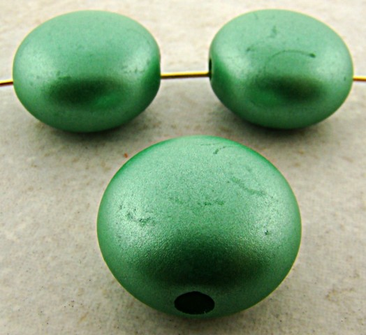 GREEN METALLIC 21MM SQUASHED ROUND BEADS - Lot of 12