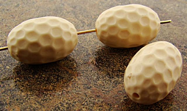 IVORY 21X14MM HAMMERED TEXTURED CRATER OVAL BEADS - Lot of 12