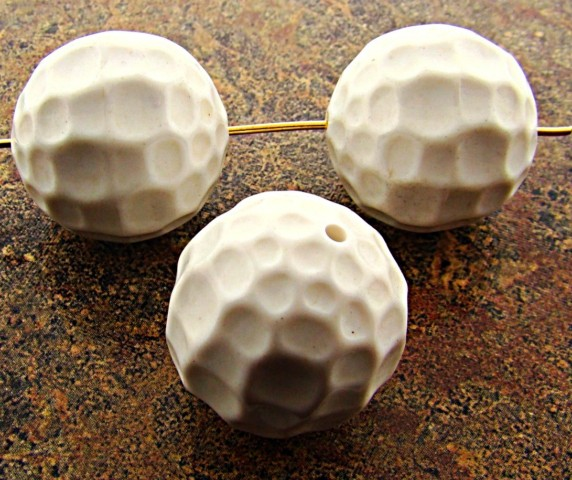 WHITE 22MM HAMMERED TEXTURED CRATER ROUND BEADS - Lot of 12
